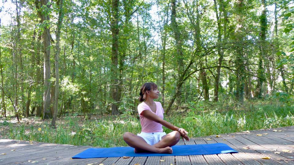 2ème posture pour se détendre après le travail : Twist assis et bien-être garanti